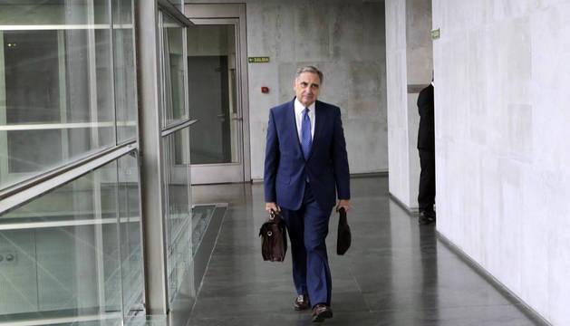 Sarría, en los pasillos del Parlamento de Navarra.