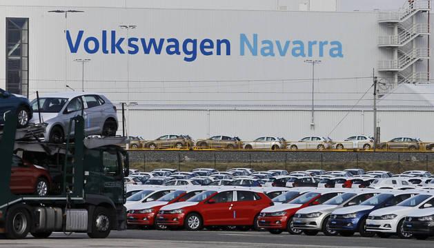 La campa de Volkswagen Navarra en Landaben donde se almacenan los coches fabricados.
