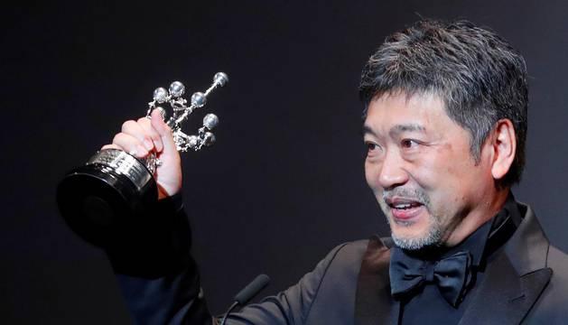 El japonés Kore-eda se emociona hasta las lágrimas con su Premio Donostia