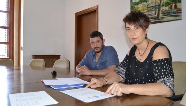 El alcalde de Lodosa Paolo Albanese y Mariví Sevilla, titular del área de Igualdad de Lodosa.
