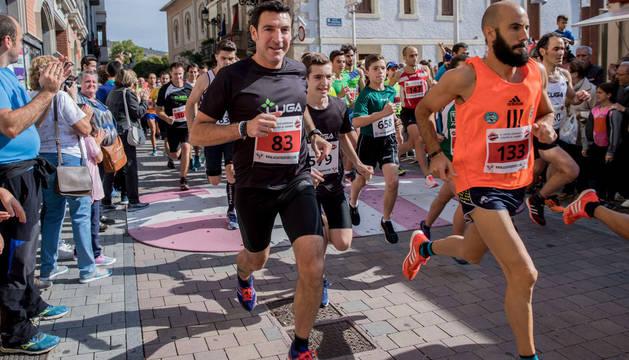 Cientos de corredores se han dado cita en años anteriores en esta prueba. En la foto, la edición de 2017.