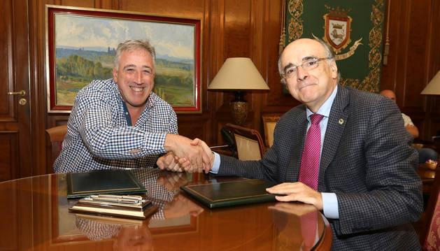 Pamplona y Euskaltzaindia firman un convenio para promocionar el euskera
