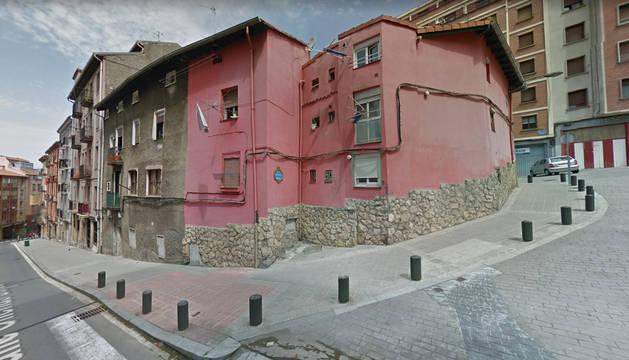 A la izquierda de la imagen, la calle Ollerías Bajas y, al fondo, la entrada a la calle Ollerías Altas de Bilbao.