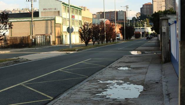 Las balsas de agua acumuladas en algunas calles del polígono son una constante. Esta fotografía fue tomada en Landaben el 9 de septiembre.
