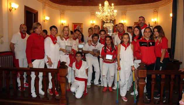 Foto de familia de los deportistas destacados en los VIII Galardones del Deporte Local de Corella.
