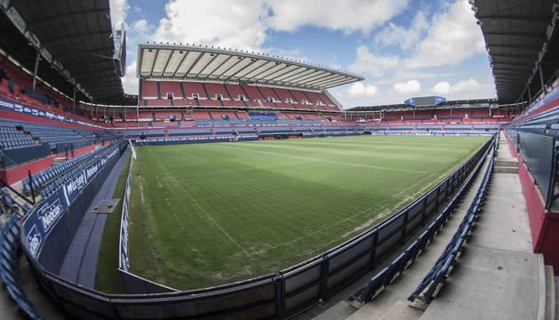 Una vista del estadio de El Sadar desde el córner entre Graderío Sur y Grada Lateral.