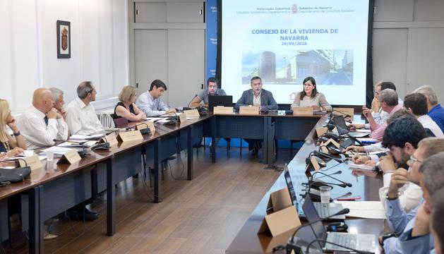 Primera reunión del nuevo Consejo de Vivienda de Navarra, presidida por Laparra.