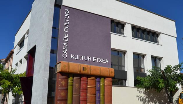 Exterior del edificio diseñado y realizado por los artistas sartagudeses Jorge Urdanoz y Aritz González