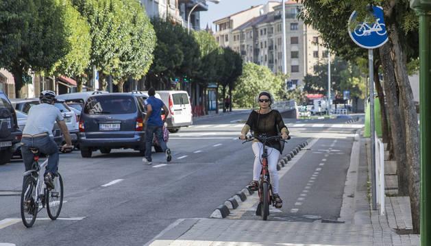 Foto del carril bici de la calle Abejeras de Pamplona supone un quebradero de cabeza para muchos de sus usuarios.