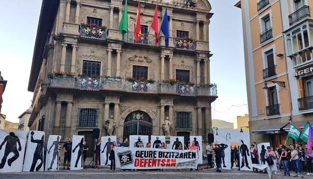 Foto de la manifestación ha portado una pancarta con el lema