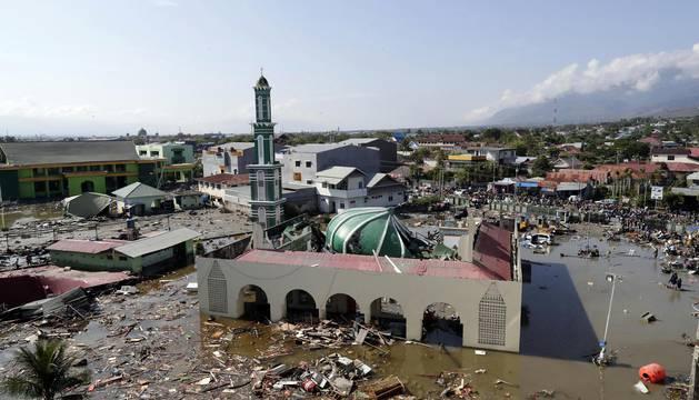Destrucción y cientos de muertos tras el tsunami de Indonesia