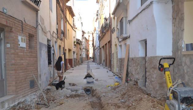 Detalle de las obras que se llevan a cabo en la calle Blanca de Navarra de Mendavia.
