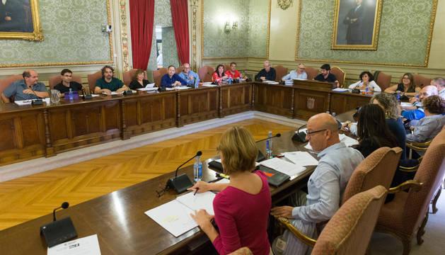 Un momento del pleno que se celebró este lunes por la tarde en el Ayuntamiento de Tudela.
