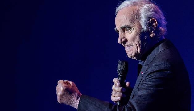 Charles Aznavour durante una actuación en la sala de conciertos de Heineken, en Amsterdam (Holanda) , el 21 de enero de 2016.