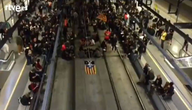 Imagen de TVE de la estación de Girona cortada por los CDR.