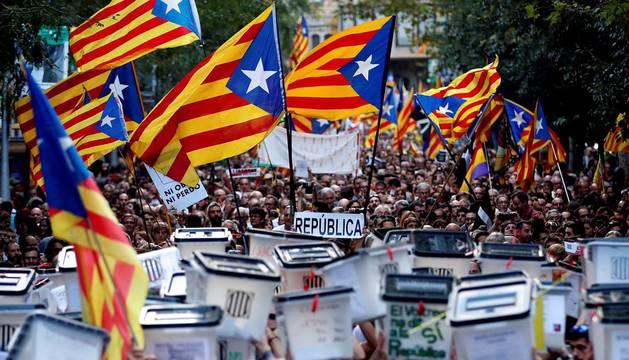Dos marchas masivas maquillaron el fiasco de los CDR en Cataluña