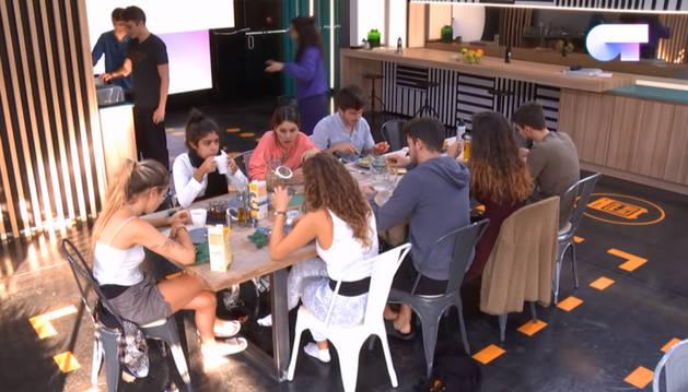 Los concursantes de Operación Triunfo 2018 durante una de las comidas en la Academia.