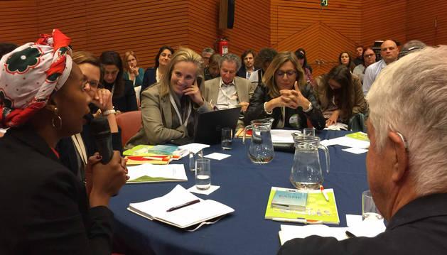 foto de Izaskun Goñi, en una de las mesas de trabajo en el Global Social Economy Forum de Bilbao.
