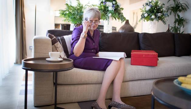 Theresa May, en su habitación de hotel preparando su discurso en el congreso anual del Partido Conservador.