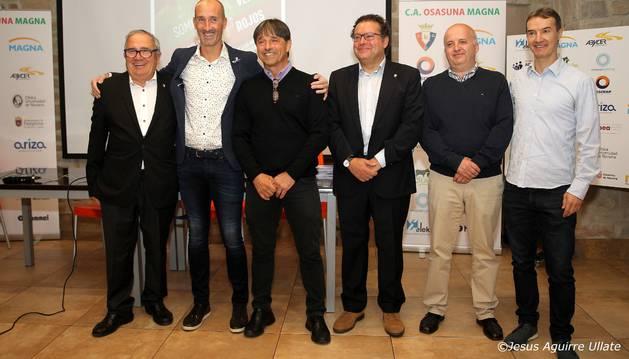 Luis Sabalza, Javi Eseverri, Tatono Arregui, Miguel Cuesta, Txema Larráyoz y Carmelo Villamarín, este jueves.
