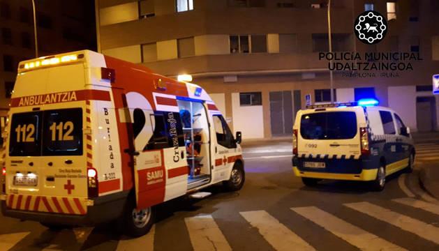 La ambulancia se trasladó hasta la vivienda de la mujer.
