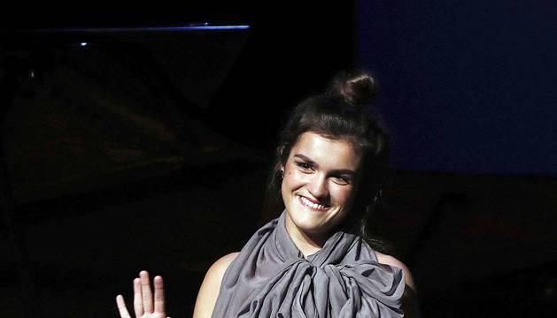 La ganadora de 'Operación Triunfo' ofreció este jueves, 4 de octubre, un concierto en el teatro pamplonés, acompañada por la Free Fall Band