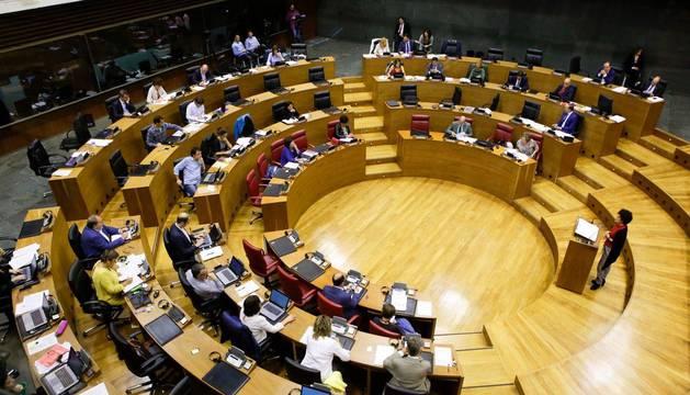 El Parlamento rechaza la moción de EH Bildu para paralizar las obras del TAV