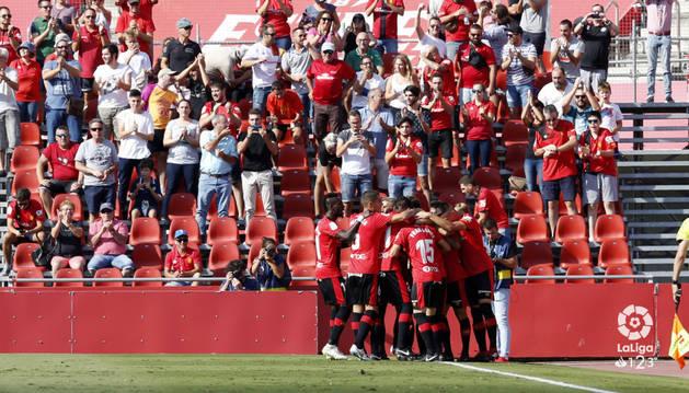 La escuadra del Mallorca celebra uno de los goles en Son Moix