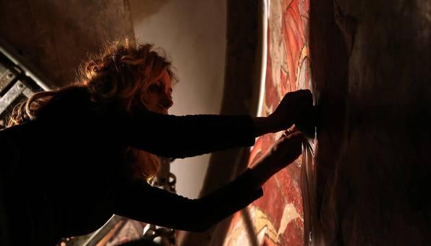 Arsus Paper ya está colocando en la iglesia la reproducción de sus pinturas murales