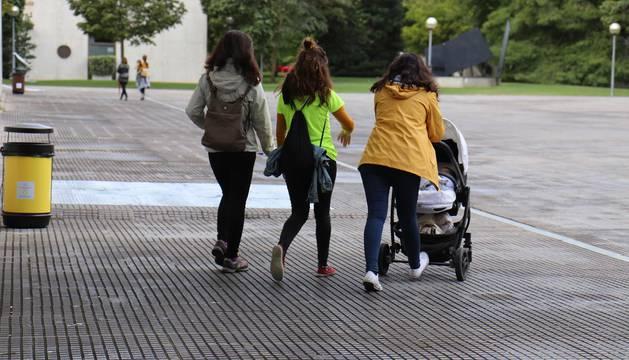 Fotos de la I Carrera por la conciliación celebraba en el campus de la UPNA de Pamplona.