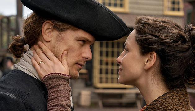 Caitriona Balde y Sam Heughan interpretan a Claire y Jamie