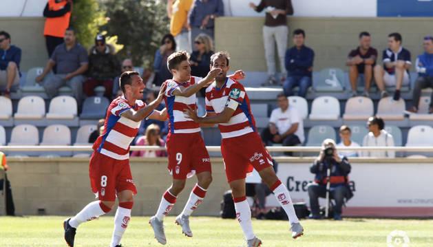El Granada celebra uno de los goles en Reus