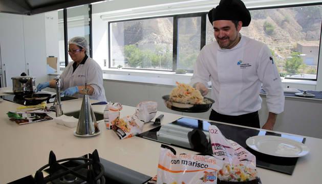 foto de Centro de innovación de la planta de Azagra. Su técnico, Manuel Álvarez.
