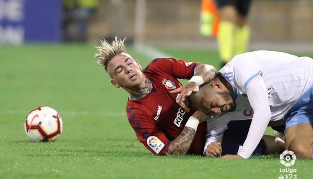Brandon pelea por el balón durante el choque contra el Zaragoza.