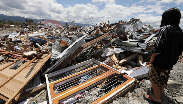 Casi 2.000 muertos y 5.000 desparecidos por el tsunami en Indonesia