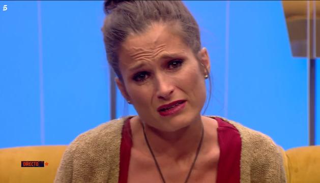 Verdeliss llora emocionada en el confesionarios tras recibir los mensajes de sus hijos