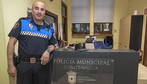 Pablo Salvatierra, en la sede de la Policía Municipal de Estella.