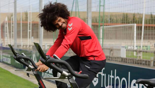 foto de Aridane hizo bicicleta en la sesión de recuperación.
