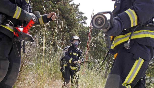 Foto de agentes del cuerpo de Bomberos en un simulacro.