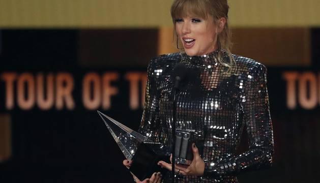 Taylor Swift y Camila Cabello, protagonistas en los American Music Awards.