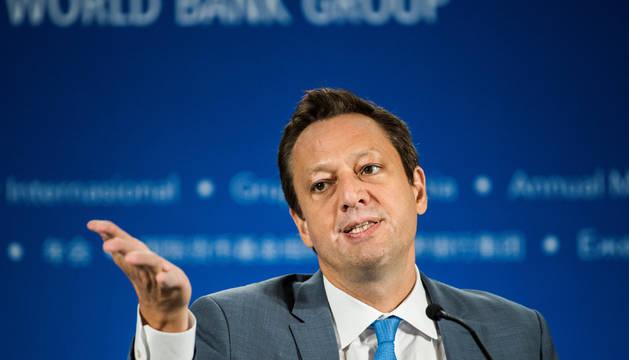 El director del Departamento Monetario del Fondo Monetario Internacional (FMI), al presentar el informe de