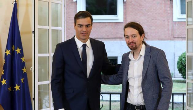 Sánchez e Iglesias firman el acuerdo de presupuestos para 2019 con la subida del SMI