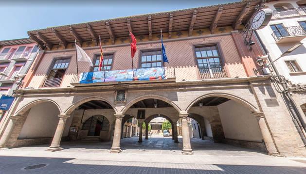 Fachada del ayuntamiento de Sangüesa.