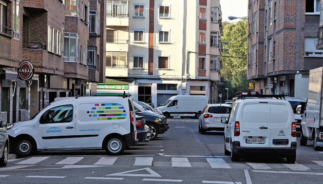 La calle Sarriés se define como una de las más concurridas de la parte antigua del barrio de la Rochapea.