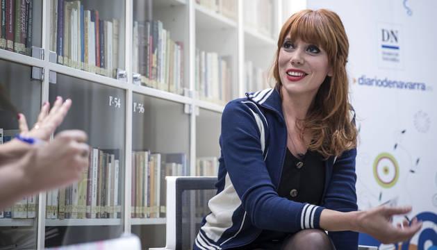 La escritora, pintora e ilustradora valenciana Paula Bonet, de 37 años, el jueves por la tarde en la sede de Diario de Navarra, donde presentó su último libro 'Roedores. Cuerpo de embarazada sin embrión'.