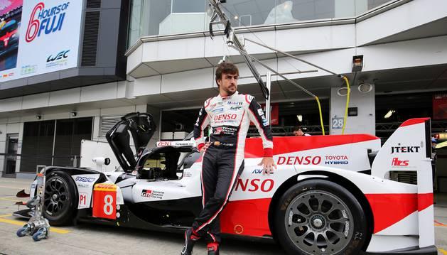 Alonso con su Toyota en Fuji