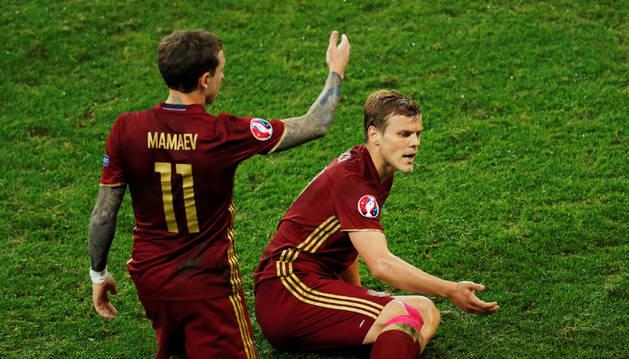 Kokorin y Mamáev en un encuentro con la selección rusa