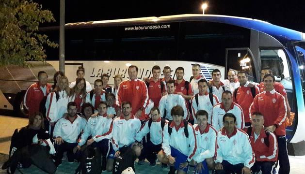 La selección española de pelota viajó ayer desde Pamplona a Barcelona en autobús.