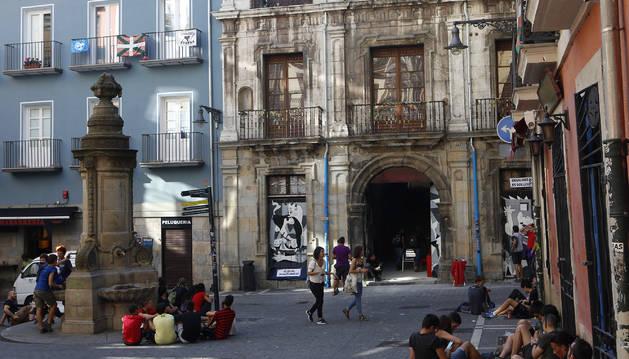 Vista de la fachada del Palacio de Rozalejo en Navarrería.