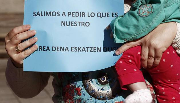 Madres navarras se movilizan para reclamar la devolución de las retenciones por maternidad